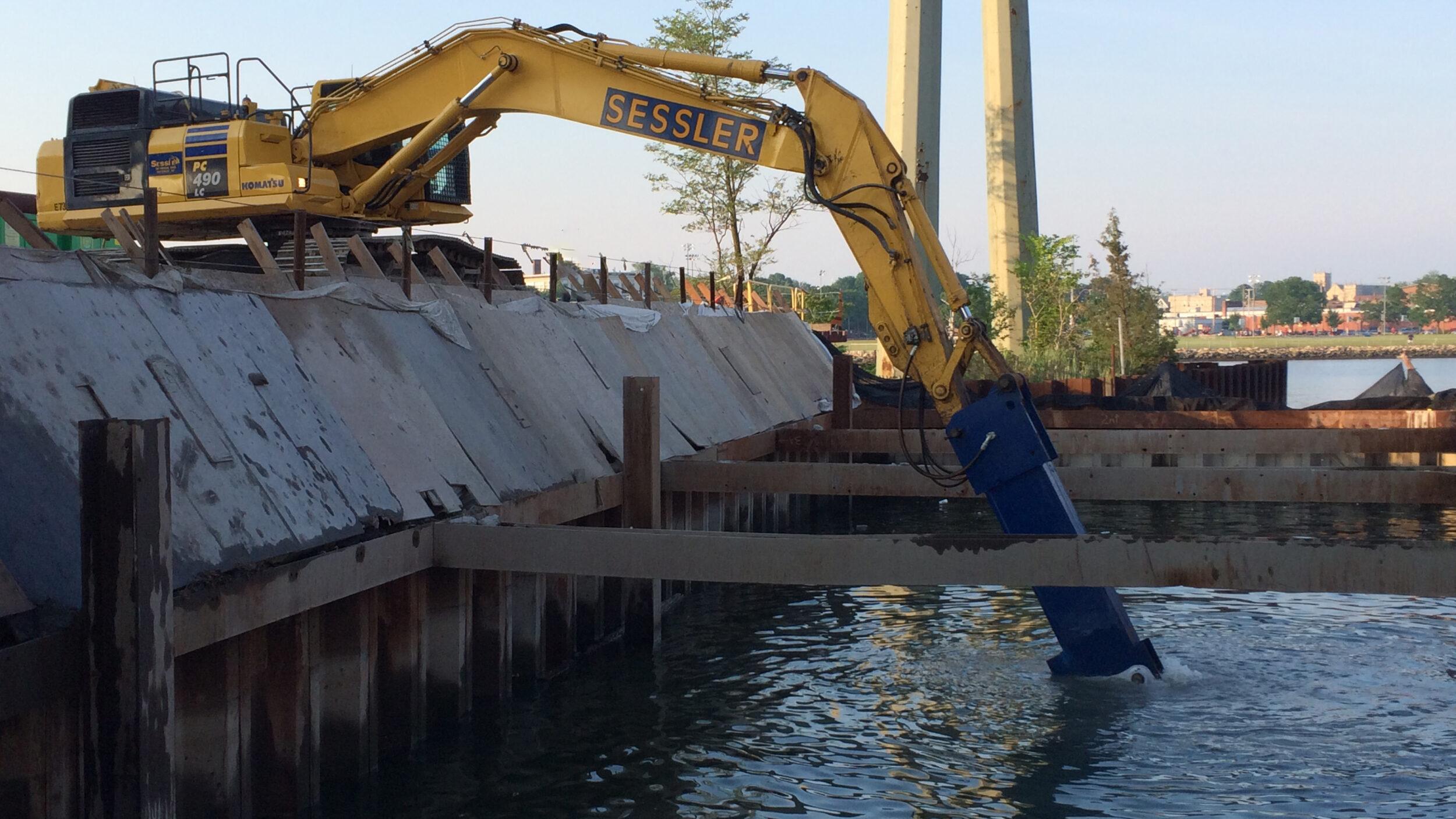Underwater concrete removal